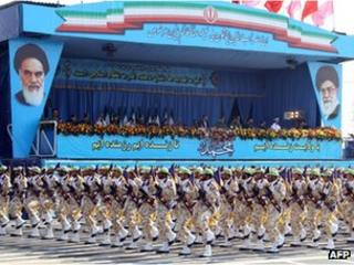 Islamic Revolution Guards Corps troops take part in a military parade in Tehran (21 September 2012)