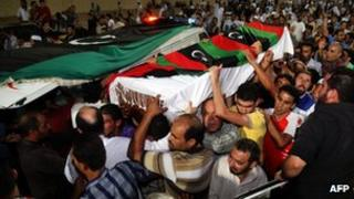The coffin of Omran Ben Shaaban is carried as thousands of Misrata residents pay their respects (25 September)
