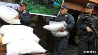 Police officers display confiscated cocaine packages before a presentation to the media at a police station in Lima, Peru (26 September 2012)