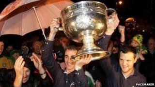Jim McGuinnness (left) and Michael Murphy (right) lift the trophy