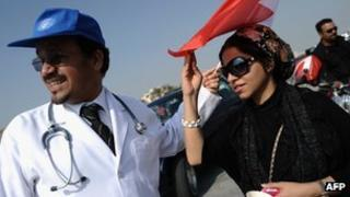 Bahraini surgeons Ali al-Ekri (L) and Nada Dhaif (R) attend a demonstration (21 December 2011)