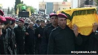 The coffin of Ali Hussein Nassif is carried by Hezbollah members in the Bekaa valley (1 October 2012)
