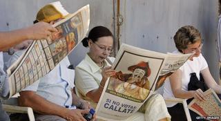 Newspaper readers in Nicaragua