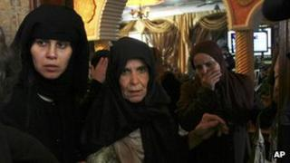 Women mourn Palestinian militant Yasser Al-Attal, killed in an Israeli air strike (14/10/12)