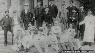 Llun o glwb criced Hawarden Park yn 1892