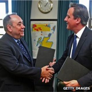 First Minister Alex Salmond and Prime Minister David Cameron shake hands after signing an agreement setting out the terms for a Scottish independence referendum
