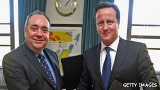Alex Salmond shaking hands with David Cameron