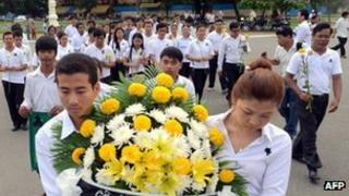 Cambodians mourning the death of former king Norodom Sihanouk in Phnom Penh, 16 October 2012