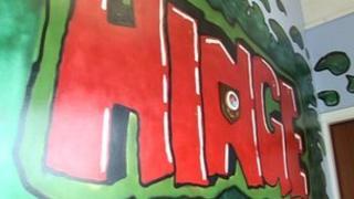 Hinge centre sign