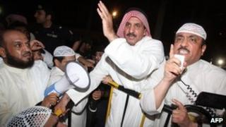 Mussallam al-Barrak addresses the opposition protest in Kuwait City (15 October 2012)