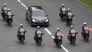 Dmitry Medvedev's motorcade heads for his inauguration in Moscow's Kremlin on 7 May 2008