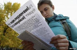 A woman scrutinises an information leaflet at an opposition voting point in Moscow, 20 October