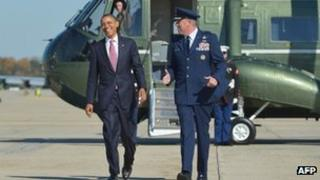 Barack Obama makes his way to board Air Force One 22 October 2012