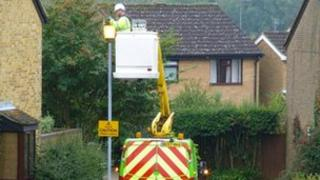 Scottish and Southern Electric fixing the street light in Horndean