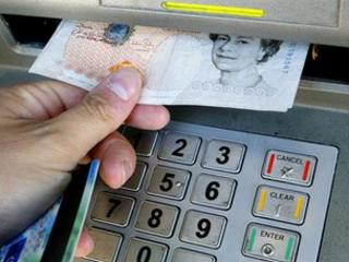 Removing cash from a cash machine