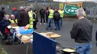 Strikem picket in Plymouth