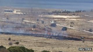 Mortar shells set a field alight close to the Israeli-Syrian border (4 Nov 2012)