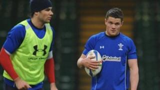Mike Phillips (chwith) a Tavis Knoyle