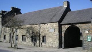 Senedd-dŷ Owain Glyndŵr ym Machynlleth