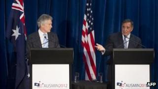 US Secretary of Defense Leon Panetta (R) and Australian Minister of Defense Stephen Smith in Perth, 14 November 2012