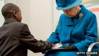 The Queen looks at Samsung tablet