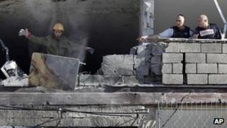 Building hit by rocket in Kiryat Malachi. Photo: 15 November 2012