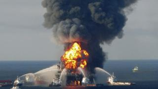 Deepwater Horizon oil rig on fire