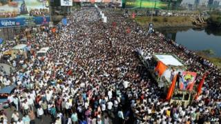 The funeral cortege of The Leader of Indian Hindu nationalist Shiv Sena party Bal Thackeray makes way through a sea of supporters in Mumbai on November 18, 2012.