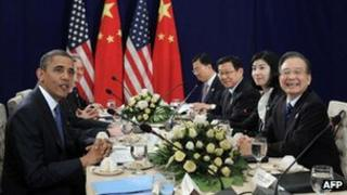 US President Barack Obama (L) holds a bilateral meeting with Chinese Premier Wen Jiabao (R) on the sidelines of the Asean summit in Phnom Penh, 20 Nov 2012