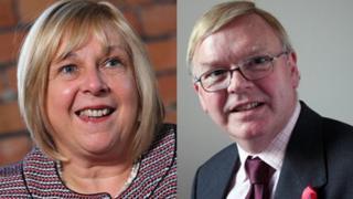Yr Athro Julie Lydon a Andrew Wilkinson