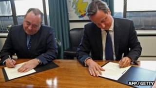 Alex Salmond and David Cameron sign Edinburgh Agreement