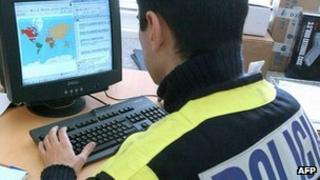 Spanish policeman in anti-paedophile operation - file pic