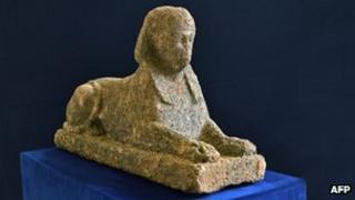 The stolen sphinx