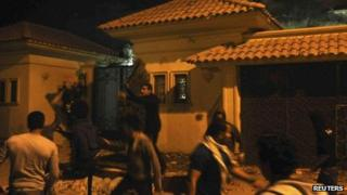 Protesters attack Muslim Brotherhood offices in Cairo, 6 Dec 2012