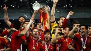 Spain celebrate winning Euro 2012