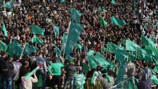 Hamas supporters demonstrate in Hebron (14 Dec)