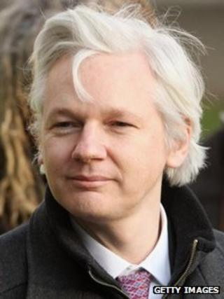 Julian assange to make 39 balcony speech 39 from ecuador for Julian balcony