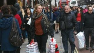 Christmas shoppers brave London's Regents Street