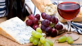 Stilton with grapes and wine