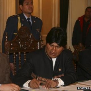 Evo Morales signing Iberdrola decree