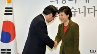 South Korea's President-elect Park Geun-Hye (R) shaking hands with Fukushiro Nukaga, a special envoy of Japanese Prime Minister Shinzo Abe, in Seoul, 4 January 2013
