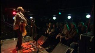 Steve Daggett performs at The Cluny