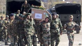 Indian soldiers carry coffin reported to contain body of colleague killed by Pakistani soldiers (9 January)