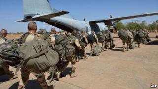 French troops arrive in Mali's capital, Bamako, from Ivory Coast (15 Jan 2013)