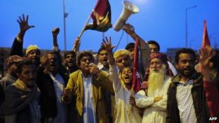 Activists of the ruling Pakistani Peoples Party protest against the Supreme Court decision to arrest Pakistan Prime Minister Raja Pervez Ashraf
