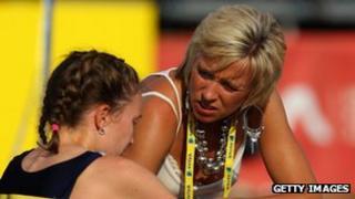Liz McColgan coaches an athlete