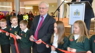 Peter Davies and children from Hill Top Primary School