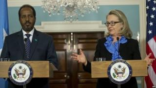 President Hassan Sheikh Mohamud with US Secretary of State Hillary Clinton in Washington on 17/1/13