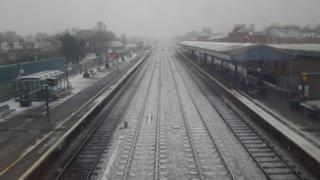 A snowy Oxford train station