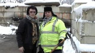 Darren 'Graceland' Jones and a Torfaen council worker